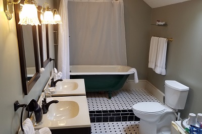 Nelson Room Clawfoot Tub